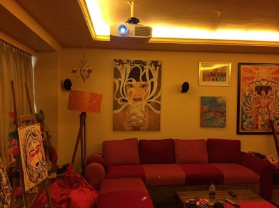 The Pink House, Fashionable Lokhandwala apartment with Home Cinema, Surround Sound, Multi-zone Audio Video, Hi-Fi Audio, Media Room